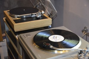 Technics SL-1000R and Linn LP12 side by side